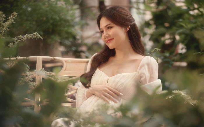 Phanh Lee xinh đẹp chờ đón con gái đầu lòng