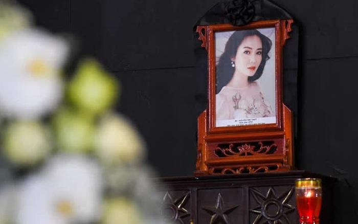 Gia đình tiễn biệt Hoa hậu Thu Thủy: