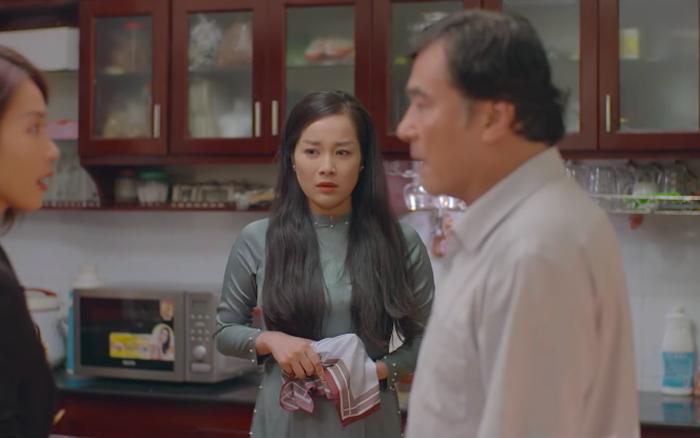 11 tháng 5 ngày - Tập 3: Tuệ Nhi (Khả Ngân) khó chịu ra mặt khi bố tình tứ với Thu (Minh Hương)