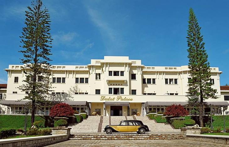Khách sạn sang trọng Dalat Palace - Nơi diễn ra LHTHTQ lần thứ 38