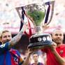 """SỐC: """"Công thần"""" Iniesta nghiêm túc suy nghĩ việc rời Barcelona!"""
