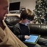 Trẻ em sử dụng Internet: Lợi hay hại?