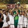 Huyền thoại Barca có danh hiệu đầu tiên với CLB mới