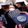 Người hâm mộ toàn cầu tưng bừng chúc mừng sinh nhật 20 tuổi của Harry Potter
