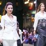 Jolie Phương Trinh  cùng Nguyễn Thị Loan đội mưa trình diễn catwalk
