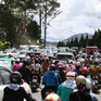 Du khách đổ về Đà Lạt khiến giao thông quá tải