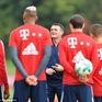 """Sao Bayern Munich """"tươi như hoa"""" sau khi HLV Ancelotti bị sa thải"""