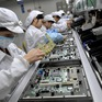 Hàng chục nghìn công nhân lắp ráp iPhone phải nghỉ việc vì lũ lụt lịch sử