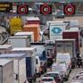 Báo chí nói gì về việc Anh cấm ô tô sử dụng động cơ đốt trong từ năm 2040?