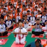 Thủ tướng Ấn Độ tập Yoga ngoài trời mừng ngày Quốc tế Yoga