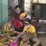 TP.HCM: Bãi rác bốc mùi hôi thối, người dân đeo khẩu trang trong nhà