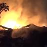 TP.HCM: Trắng đêm cứu hộ vụ cháy kho hàng lớn tại quận 4