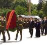 Chủ tịch nước dâng hoa tượng đài Chiến thắng ở Belarus