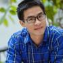 Nhà thơ Nguyễn Phong Việt bán sách làm từ thiện