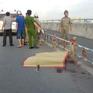 Xe máy tông dải phân cách trên đường dẫn cao tốc khiến 1 người chết