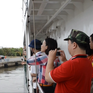 Ngày 26/5, đưa hơn 200 thân nhân chiến sỹ ra thăm đảo Trường Sa