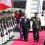 Thủ tướng đến Manila dự Hội nghị Cấp cao ASEAN lần thứ 30