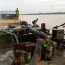 Bắt giữ 2 ghe hút cát trái phép trên sông Cổ Chiên, Vĩnh Long