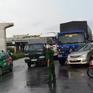 TP.HCM: Xe đầu kéo và xe tải kẹp nát ô tô 7 chỗ