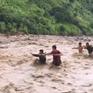 Sơn La: Hơn 200 cán bộ, chiến sĩ túc trực 24/24 giúp dân trong mưa lũ