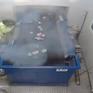 CLIP: Quả pháo sáng bất ngờ nổ trên tay công nhân lọc rác