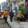 Dẹp bỏ quán cà phê trên đường ray tàu hỏa tại Hà Nội