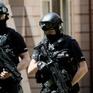 Cảnh sát vũ trang tuần tra trên mọi chuyến tàu ở Anh