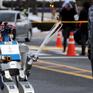 Robot lần đầu tiên tham gia rước đuốc tại Olympic