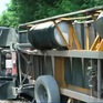 Lật xe đầu kéo container, gây ách tắc giao thông nhiều giờ trên đèo Cả