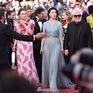 """Đẹp tựa nữ thần, Phạm Băng Băng vẫn bị """"đàn em"""" lấn át ở LHP Cannes"""