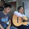 Việc tử tế: Trẻ khiếm thị mang âm nhạc đến bệnh viện
