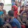 Thêm hàng chục nghìn người Rohingya vượt biên sang Bangladesh