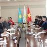 Chủ tịch Quốc hội gặp mặt một số chính đảng Kazakhstan