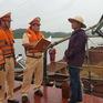 Bắt sà lan khai thác cát trái phép tại Hà Tĩnh