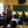 Thầy giáo đưa bài giảng điện tử đến với học trò dân tộc M'nông