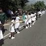 Cô dâu Sri Lanka đối diện án tù vì bắt 250 trẻ em nâng váy cưới