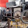 Hai xe ba gác đâm hông xe bồn, người điều khiển xe bị thương nặng