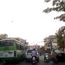 Xe bus vượt ẩu gây tai nạn