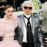 Con gái Johnny Depp khen Karl Lagerfeld là người ngọt ngào