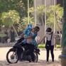 Yêu thì ghét thôi - Tập 22: Chết cười lần đầu Sĩ tập xe máy còn ga lăng đèo bạn gái