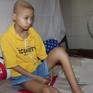 Tương lai mịt mờ của nữ sinh lớp 8 bị ung thư xương