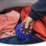 Bóng giặt hút vi sợi từ quần áo