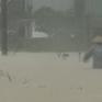 Đi qua đoạn đường ngập, 2 vợ chồng ở Đà Nẵng bị điện giật