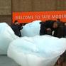 Anh trưng bày các khối băng nhằm chống biến đổi khí hậu