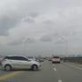Bất chấp nguy hiểm, tài xế ô tô quay đầu xe trên cầu Vĩnh Tuy, Hà Nội