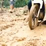 Cảnh báo nguy hiểm khi lưu thông qua khu vực lở núi