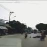 Xe máy đi ngược chiều làm người khác thiệt mạng