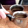 """Món cà phê đun trên """"chảo cát nóng"""" độc lạ của vùng Trung Đông"""