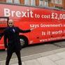 Xe bus vận động chống Brexit mắc kẹt tại London, Anh