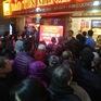 Ngày Thần Tài: Mặc mưa lạnh, người dân xếp hàng chờ mua vàng